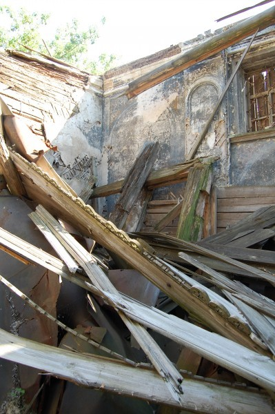 Крыша и иконостас в деревянном храме обвалились недавно