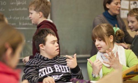 Двое с СДВГ, один слабослышащий и полкласса с дисграфией. Как их учить и кому сочувствовать?