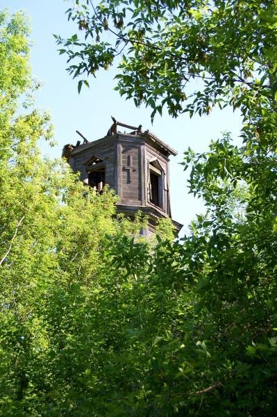 С большим трудом мы отыскали верхушку колокольни