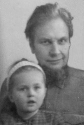 Генрих Батищев с дочерью Яниной. 1980 год