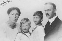 Вдова племянника Николая II готова дать образцы крови мужа для экспертизы царских останков