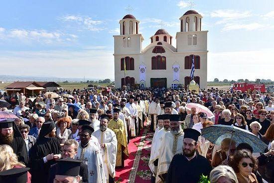 Первый храм в честь преподобного Порфирия Кавсокаливита освящен в Греции