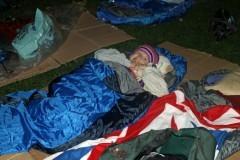 Семилетняя девочка собрала 2 тысячи фунтов стерлингов для бездомных, ночуя на улице Лондона