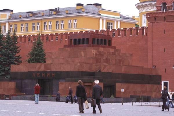 Протоиерей Всеволод Чаплин: Тело Ленина превращено в туристический объект для селфи