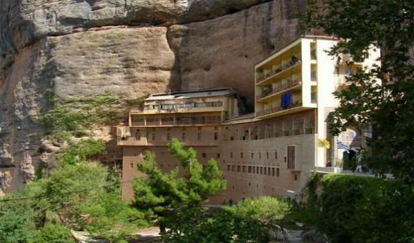 Четверо румынских священников  пытались похитить мощи святого Харалампия в Греции