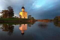 На подворье церкви Покрова на Нерли впервые с 1917 года начались богослужения