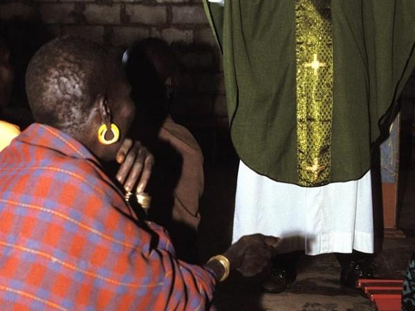 В Уганде родители пытались убить дочь, перешедшую из ислама в христианство