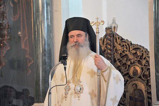 Более 2 тысяч греческих храмов остались без священников