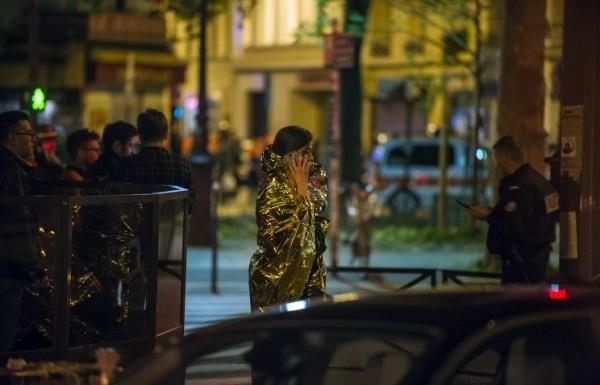 После терактов жители французской столицы помогают пострадавшим