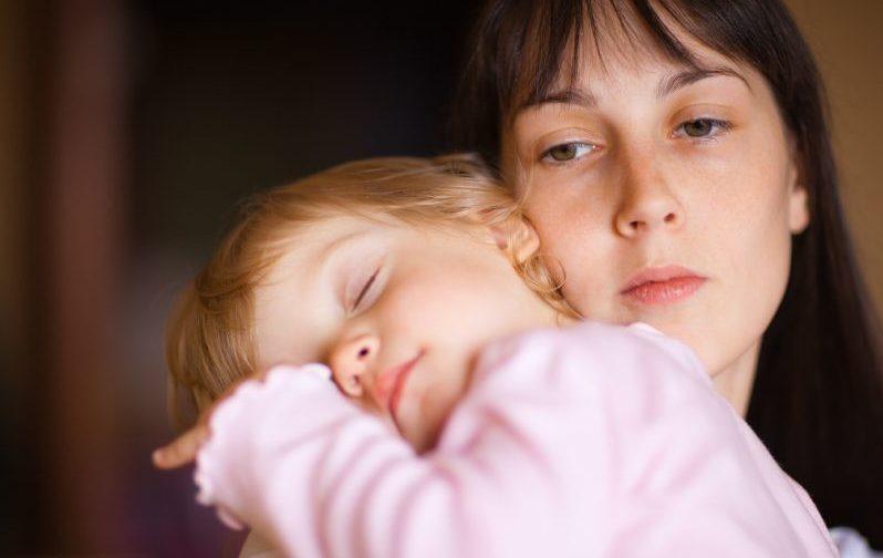 «Неужели можно злиться на своего ребенка?!»: Психолог о «плохих матерях»