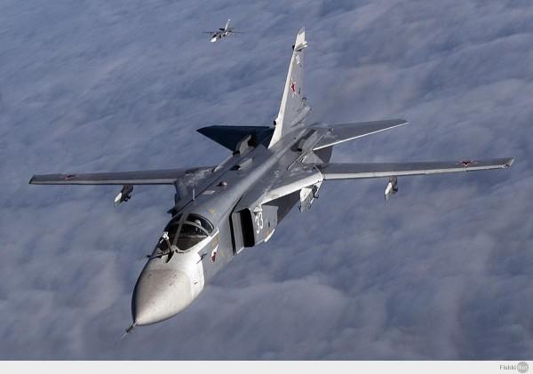 Российский самолет Су-24 потерпел крушение в Сирии на границе с Турцией