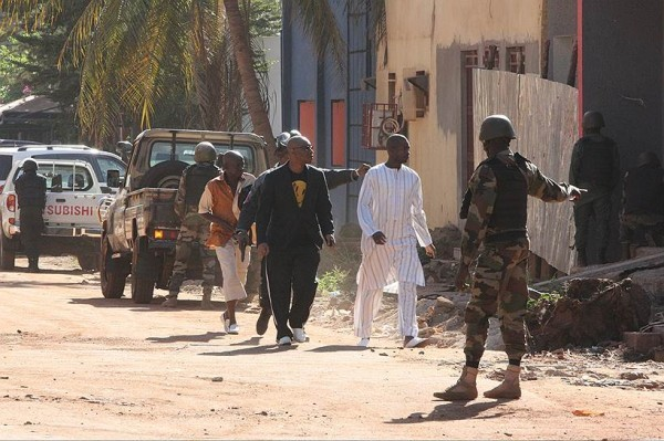 Взахваченном террористами отеле вМали найдено 27 тел 9:32