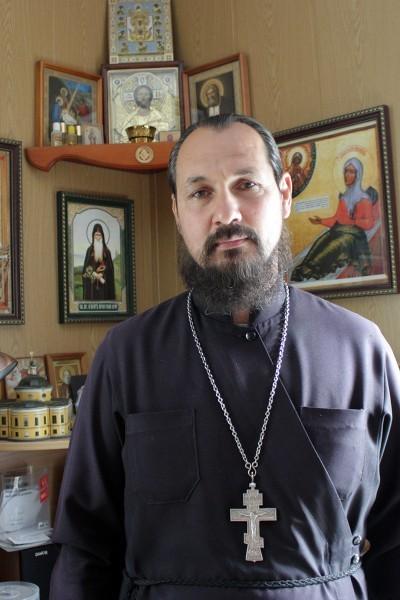Священник Роман Сафарян