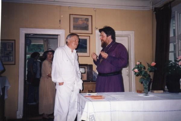 С поэтом Андреем Вознесенским отца Валентина связывала многолетняя дружба.
