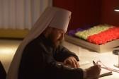 Митрополит Иларион посетил посольство Франции в РФ и выразил соболезнования французскому народу
