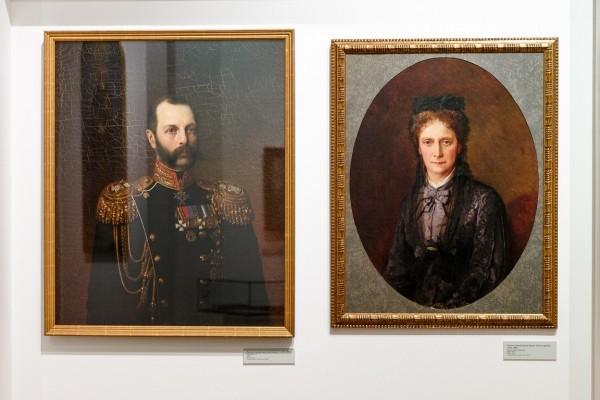 Родители великого князя Сергея Александровича, император Александр II (потрет кисти художника Харламова А.А.) и императрица Мария Александровна (неизвестный художник)