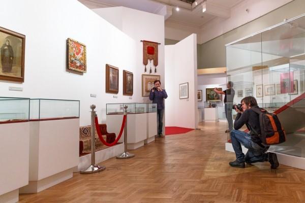 Знаменитый покров памяти Сергея Александровича, 25 лет назад экспонировался в Сиэтле на выставке посвященной русскому искусству. В России представленвпервые.
