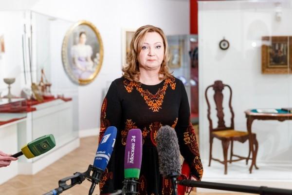 Анна Витальевна Громова, председатель Наблюдательного совета ЕСПО, рассказывает об уникальных экспонатах выставки