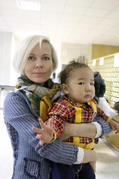 Наталья – дизайнер детской одежды, Аюр одет в костюмчик по ее эскизу