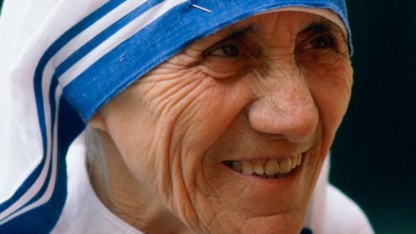 Ватикан официально признал мать Терезу достойной канонизации