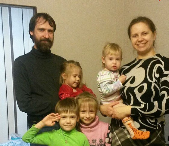 Многодетная семья из Волгограда спаслась от взрыва, задержавшись после службы в храме