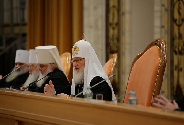 Патриарх Кирилл: Священническая хиротония может совершаться только над лицами с полным семинарским образованием