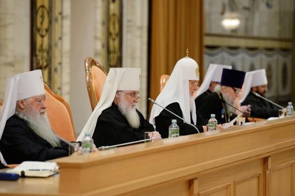 Патриарх Кирилл: Основное духовное руководство человек должен получать в своей церковной общине