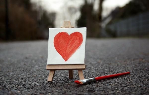 Жить друг без друга не могут! Как распознать влюбленность и зависимость?