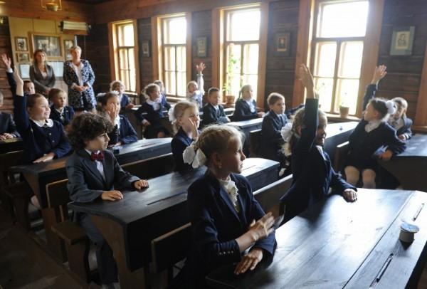 Путин поставил задачу перейти на обучение детей в школах в первые две смены