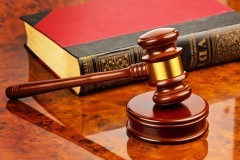 Юрист: Изъятие ребенка, если нет угрозы его жизни, незаконно