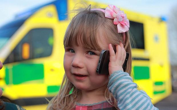 Трехлетняя девочка вызвала матери Скорую и спасла ей жизнь