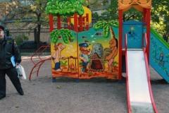 В Ангарске неизвестный обстрелял играющих во дворе детей