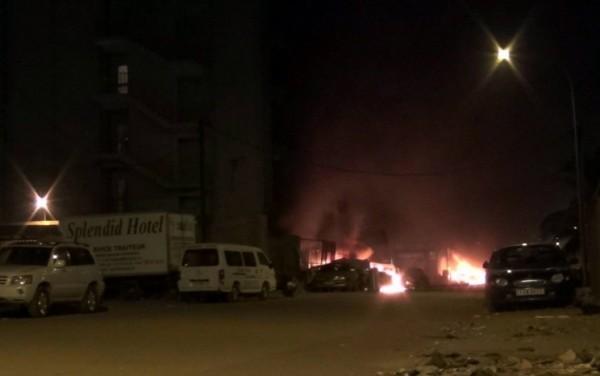 В Буркина-Фасо террористы совершили нападение на гостиницу и кафе
