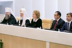 Идею Патриарха Кирилла о запрете рекламы алкоголя поддержали  вице-спикеры обеих палат парламента РФ