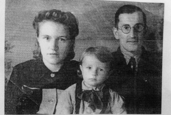 С матушкой Галиной и сыном Ростиславом. Минск, 1947 год