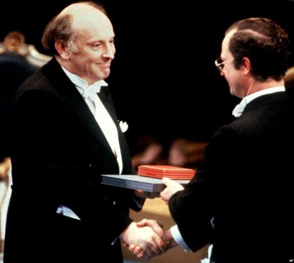 Иосиф Бродский получает Нобелевскую премию. 1987 год