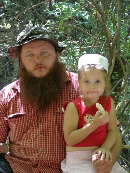 Отец Алексий с дочкой Машей