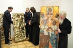 Костромские полицейские разыскали и вернут в храмы свыше 140 похищенных икон