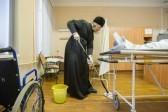 Митрополит Марк вымыл пол в Рязанской больнице