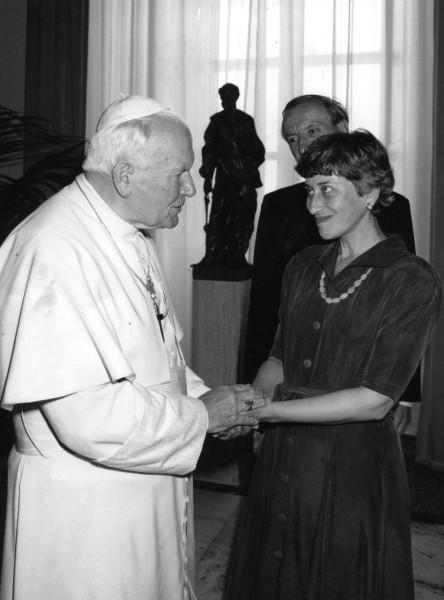 На одной из «Соловьевских встреч» Папы Римского Иоанна Павла II с людьми русской и французской культуры, 1997 год