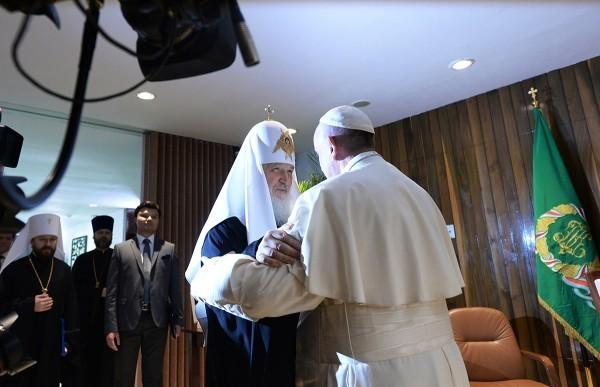 Патриарх Кирилл и Папа Франциск сожалеют, что с браком уравнивают иные формы сожительства