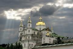На Украине экстремисты требуют закрыть Почаевскую лавру