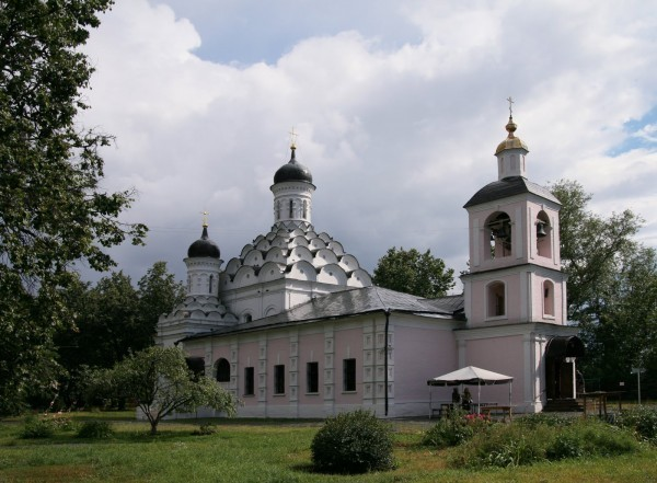 Церковь Живоначальной Троицы в Хорошёве, 1596-1598; колокольня 1764-1768