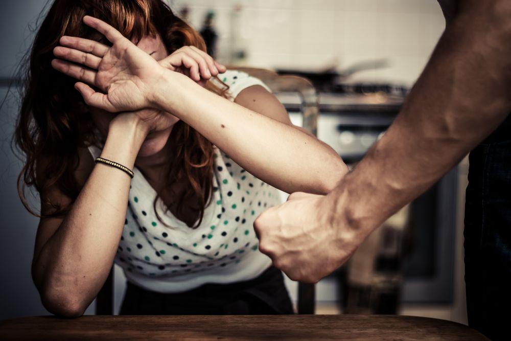 Может ли муж бить жену по новому закону || Можно ли бить жену по закону