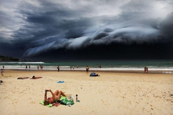 _88335738_rohankelly-stormfrontonbondibeach