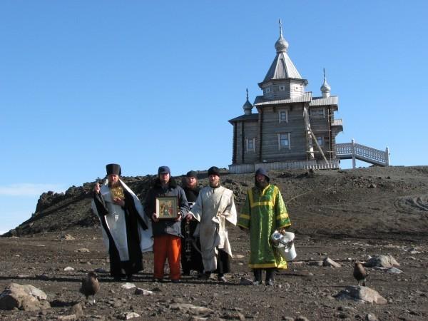 Крещение и венчание в Антарктике, опасные морские львы и благодарность Патриарху