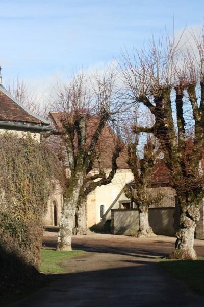 Монастырь Богоматери святого упования в деревеньке Мениль Сен-Лу