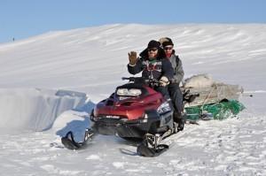 Отец Максим всех возит по станции и по острову. Зимой единственное средство передвижения – снегоход