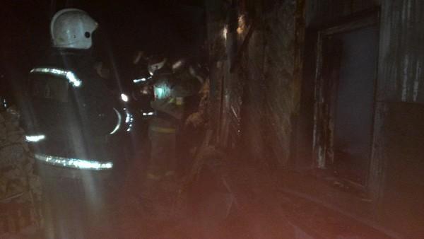 В Омске 12-летний мальчик спас во время пожара двух младших братьев и сестру
