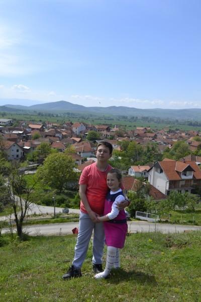 Вид на село Пасьяне. Брат с сестрой Николичи